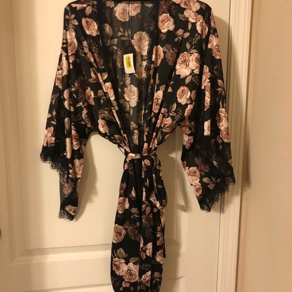 474d47dd2cb0 midnight bakery Intimates & Sleepwear | Floral Robe | Poshmark